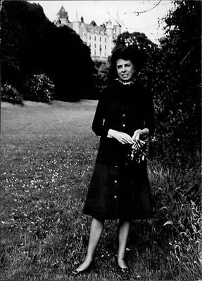 vintage-photo-of-countess-of-sutherland-posing-broderick-haldane-cc0e42510b35b159db19e6e5bcad3165
